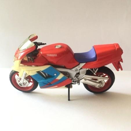 MAISTO 1:18 YAMAHA FZR 600R MOTORCYCLE DIECAST (M-011)