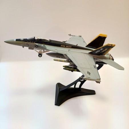 Dragon Models 1:72 Warbirds 50314 McDonnell Douglas F/A-18E Super Hornet USN VFA-27 Royal Maces, NF200, USS Kitty Hawk