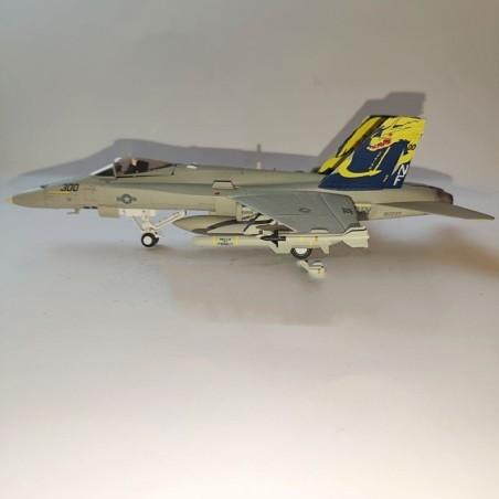 Dragon Models 1:72 Warbirds 50036 McDonnell Douglas F/A-18C Hornet Diecast USN VFA-192 Golden Dragons, NF300, USS Independence